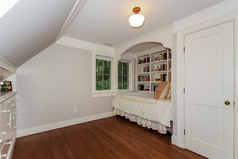 Built-in bed and chest of drawers comes with this Craftsman for sale in Connecticut - I'd love a bedroom like this in my house.