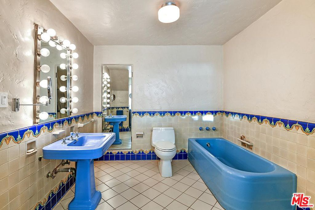 Cary Grant beach house in Santa Monica for sale - Bathroom