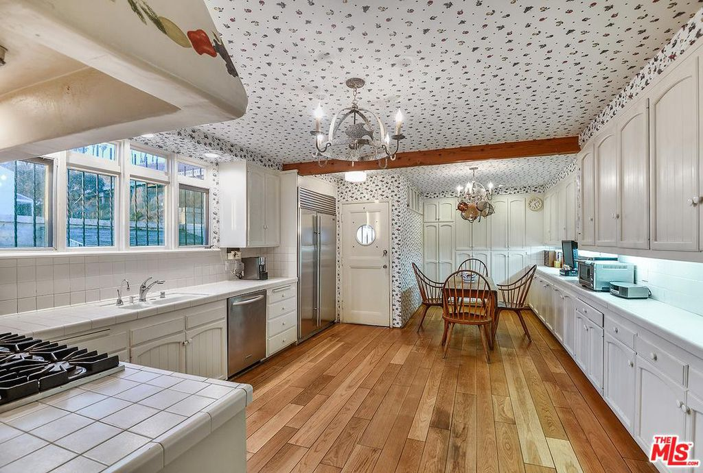 Cary Grant beach house in Santa Monica for sale -kitchen