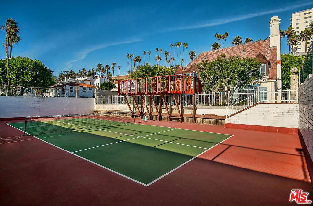 Cary Grant beach house in Santa Monica for sale - Tennis court