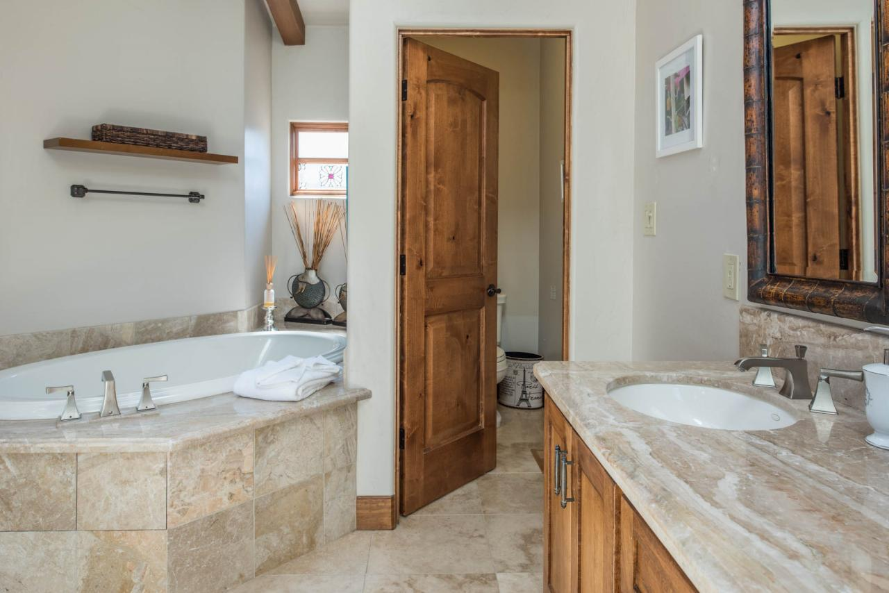 Casa Carmela cottage by the sea in Carmel - bathroom with stone tub surround