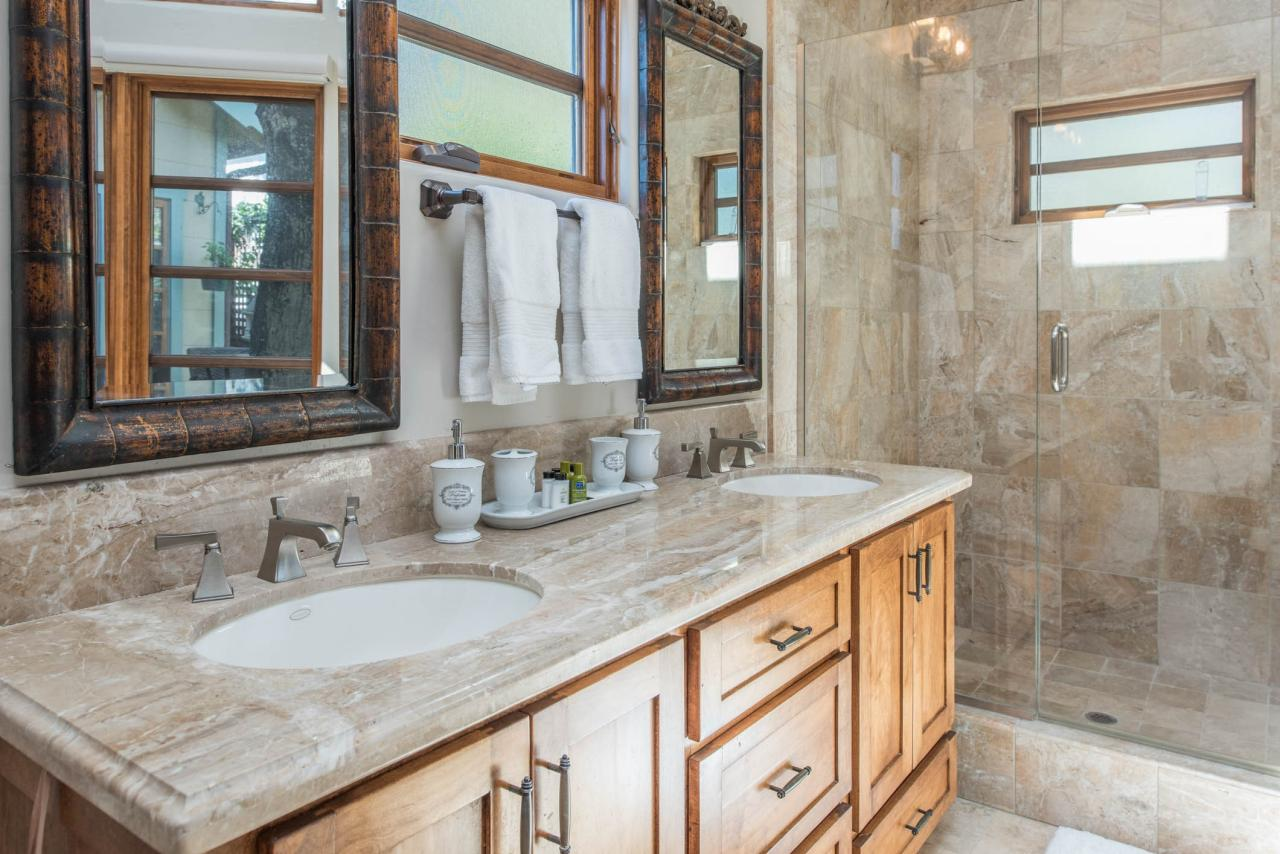 Casa Carmela cottage by the sea in Carmel - bathroom