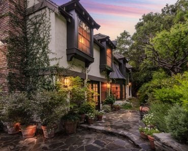 Charming English Country home on Boca De Canon Lane Los Angeles, CA