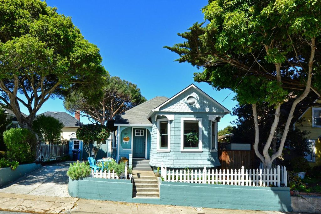 Charming Tiny Coastal Cottage in CA is move-in ready