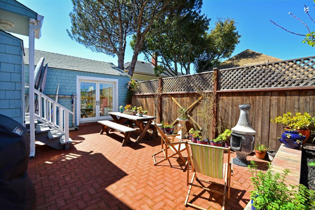 Charming Tiny coastal cottage in Pacific Grove CA for sale - brick patio