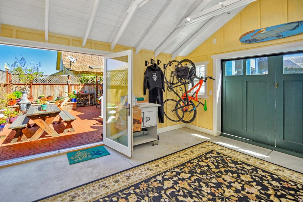 Charming Tiny coastal cottage in Pacific Grove CA for sale - garage space