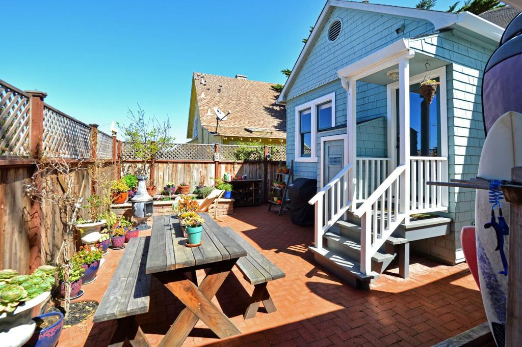 Charming Tiny coastal cottage in Pacific Grove CA for sale - patio with privacy fencing