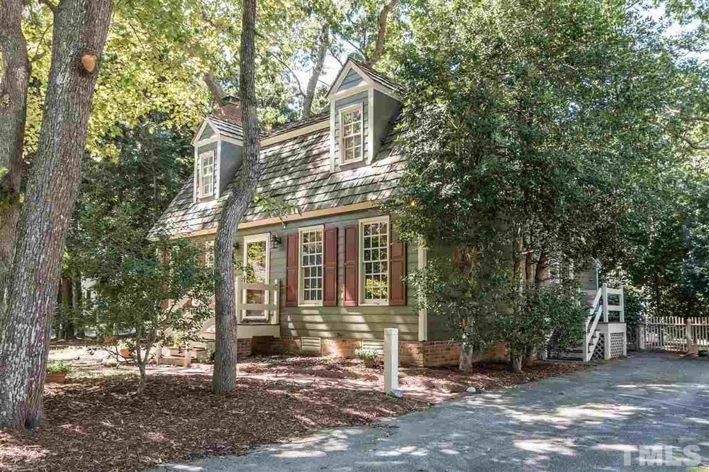Charming cottage in Raleigh North Carolina
