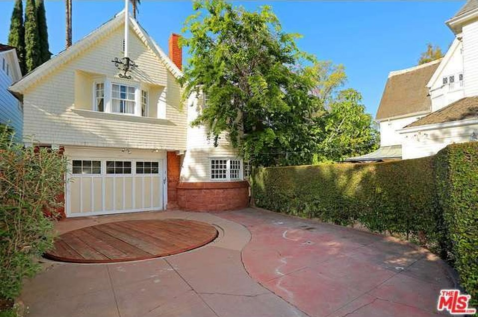 Cheaper By The Dozen house for sale also has a 2 bedroom, 1 bath carriage house above the garage