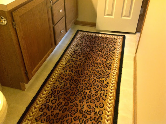 Cheetah print rug in the bathroom