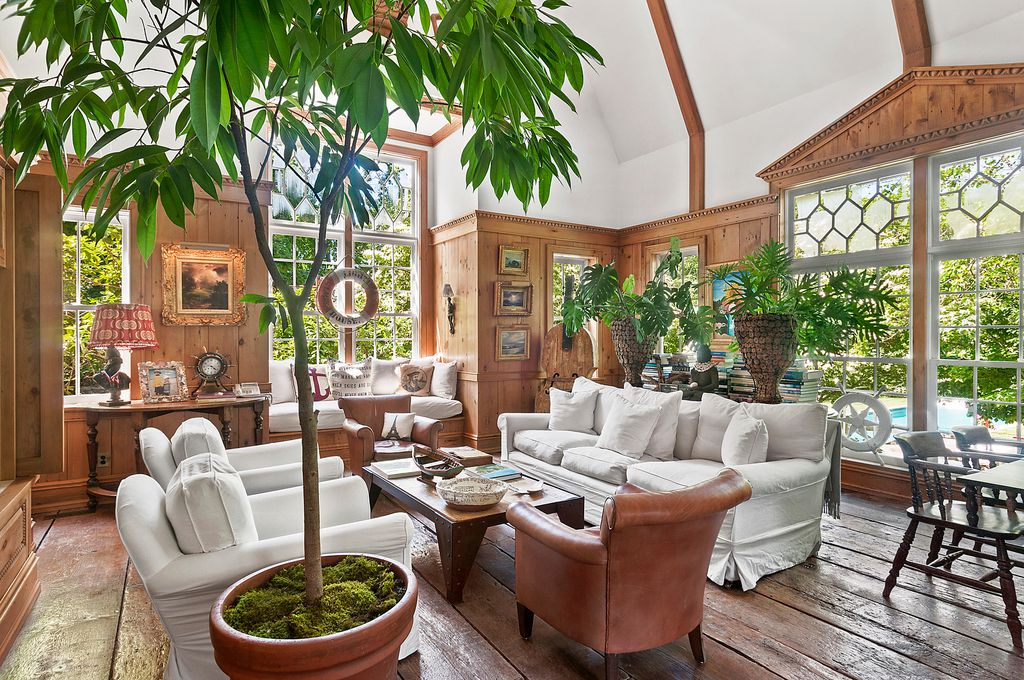 Christie Brinkley Selling Hamptons Tower Hill Hone