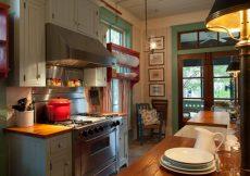 Coastal Cottage - Fish camp cottage has a beach style kitchen