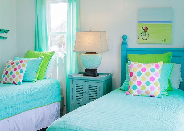 Coastal Joy Cottage Mermaid Cottages - Beach cottaage bedroom with twin beds