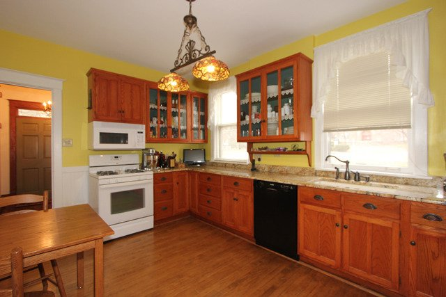 Country kitchen 525 Forest Ave Glen Ellyn IL home for sale