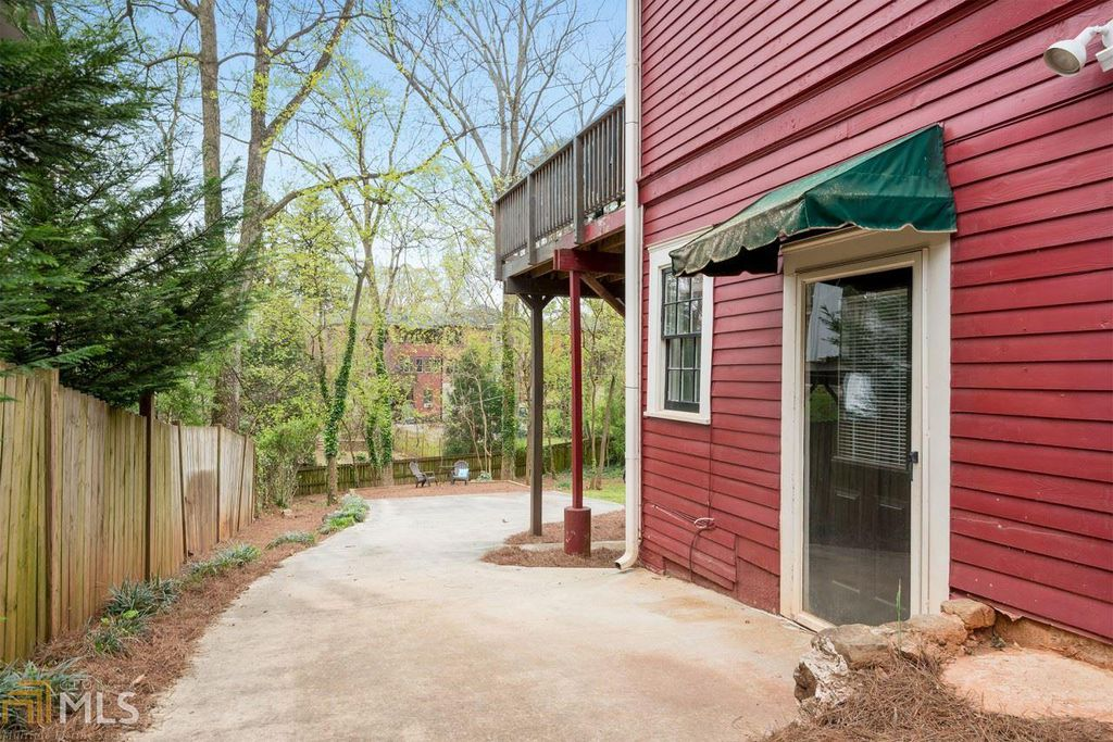 Craftsman Bungalow in Atlanta GA for sale has in-law suite with seperate entrance