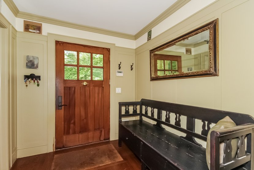 Craftsman house for sale in Connecticut - Entryway