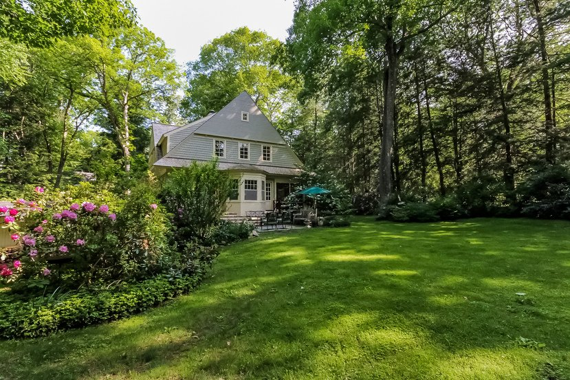Craftsman Colonial in Connecticut - Back yard