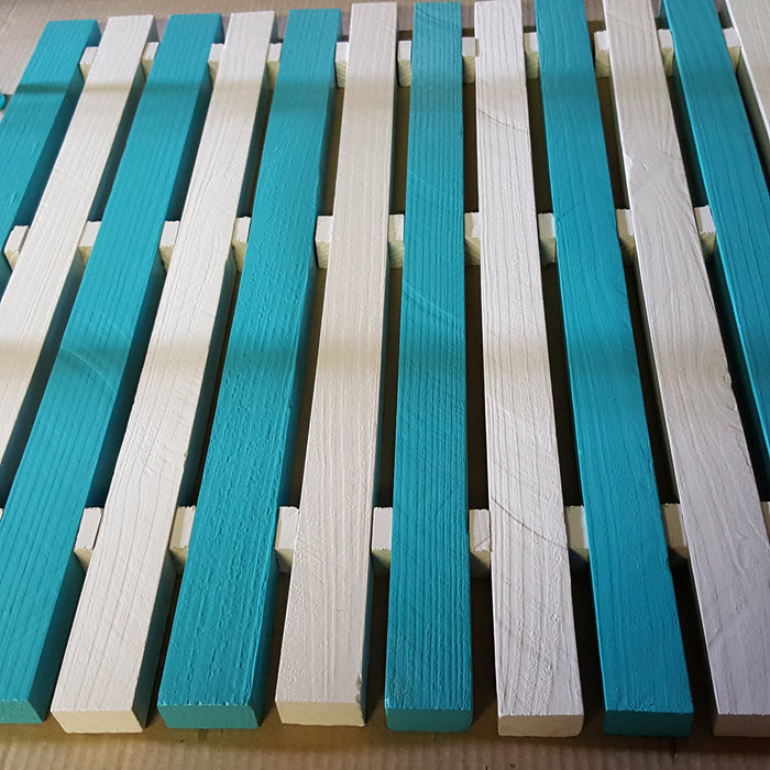 diy-blue-and-white-coastal-slat-table