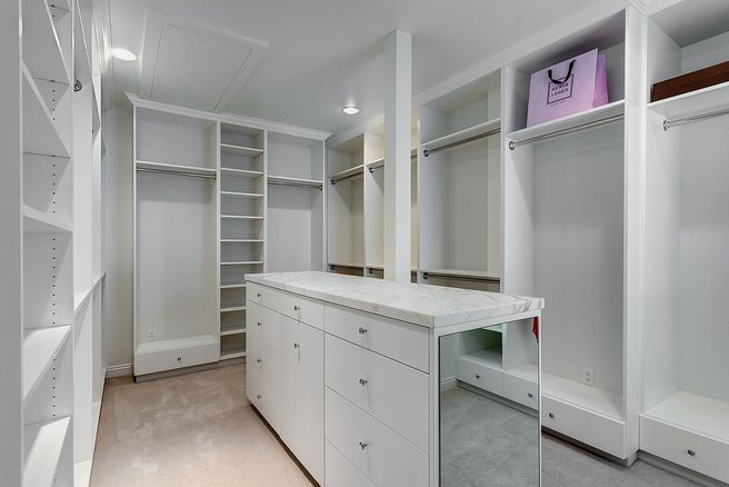 Dressing Room inside Vince Vaughns Colonial Mansion in California for sale