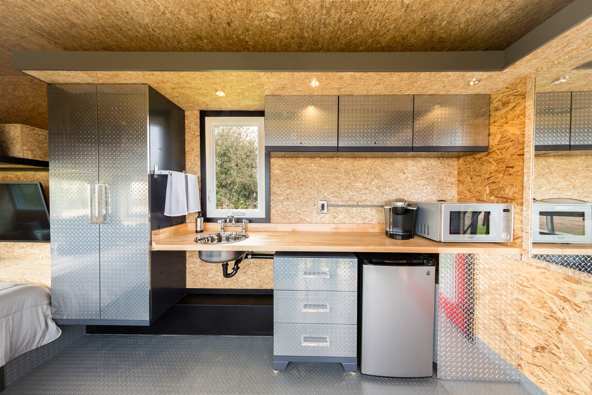 escape sport the ultimate man cave on wheels diamond kitchen cabinets ESCAPE Sport kitchen