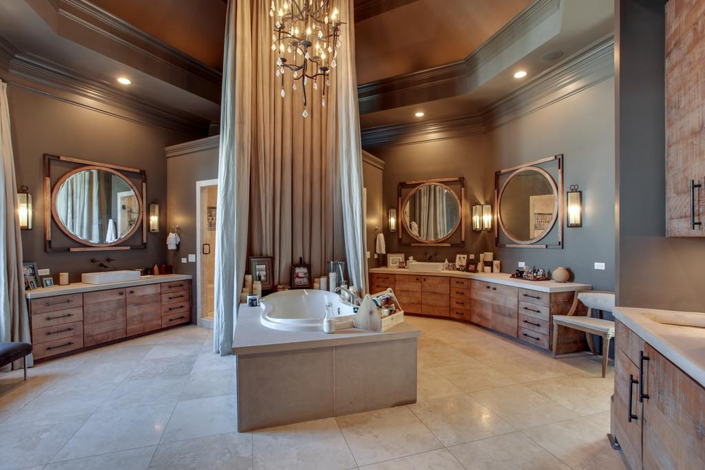 Elegant master bath in Kelly Clarkson's mansion for sale
