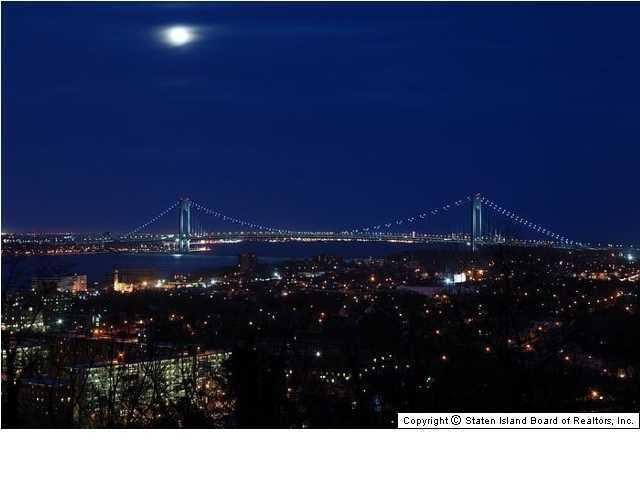 Elegant Victorian home 269 Howard Ave Staten Island NY for sale has views of Manhattan Skyline and bridge