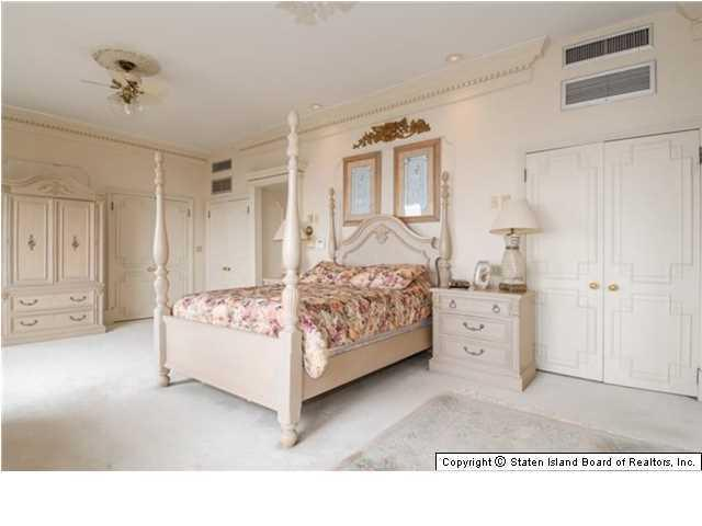 Elegant Victorian home bedroom - 269 Howard Ave Staten Island NY for sale 2