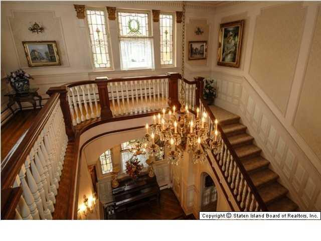 Elegant Victorian home with circular staircase - 269 Howard Ave Staten Island NY for sale