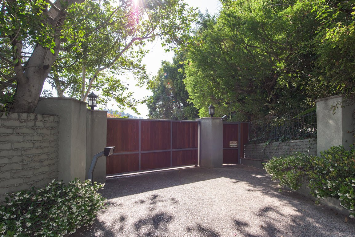 Elizabeth Taylor Home 1375 Beverly Estate Drive Beverly Hills CA for sale