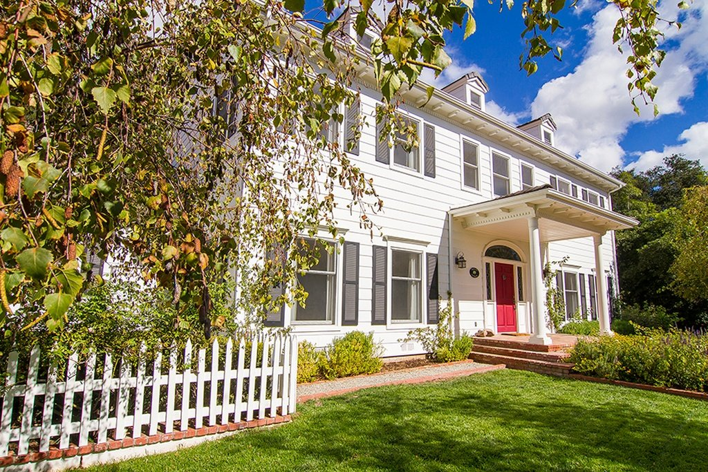 Emily Blunt And John Krasinski Colonial Style Home In Ojai Ca For Comes With Lovely