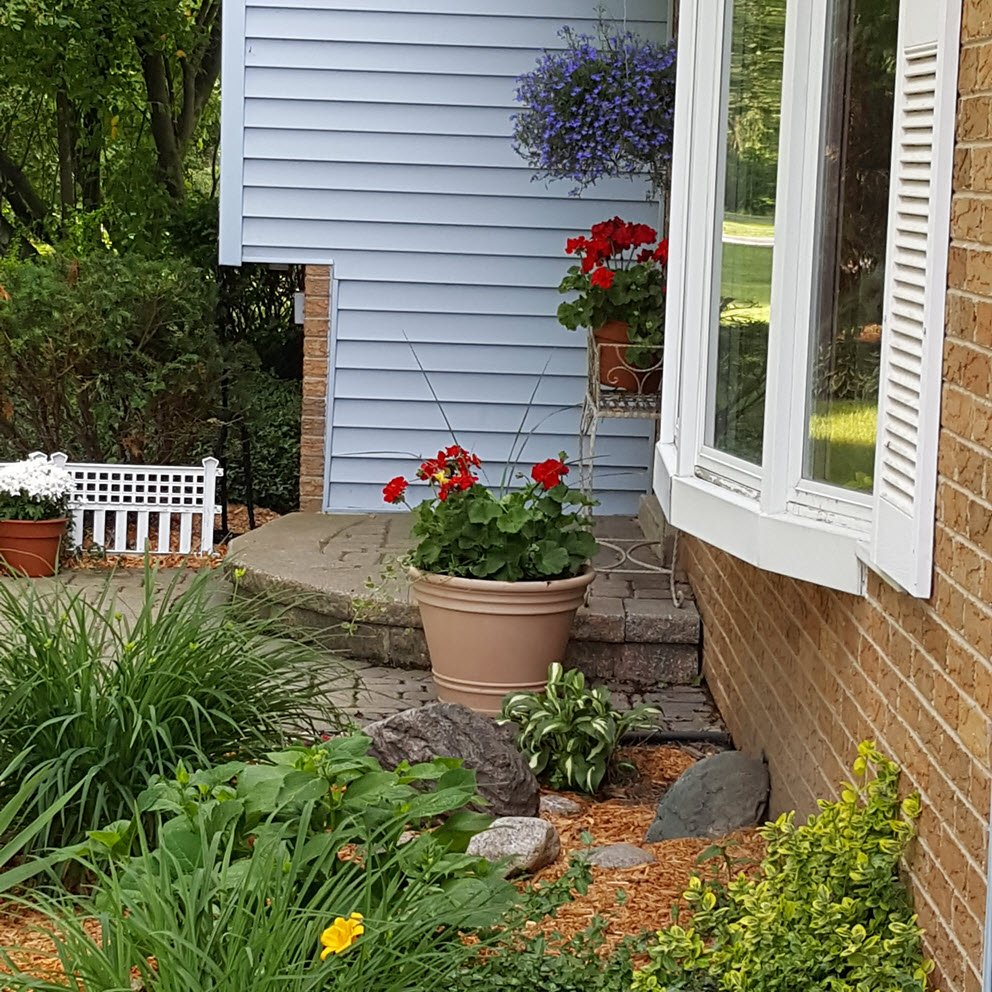 Create a charming entrance curb appeal idea- Housekaboodle