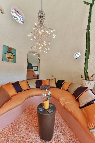 Funky curve shaped conversion pit area - Flintstone House California