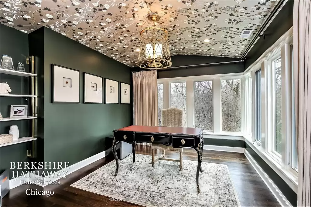 Luxury Queen Anne historic home in Highland Park, Il for sale