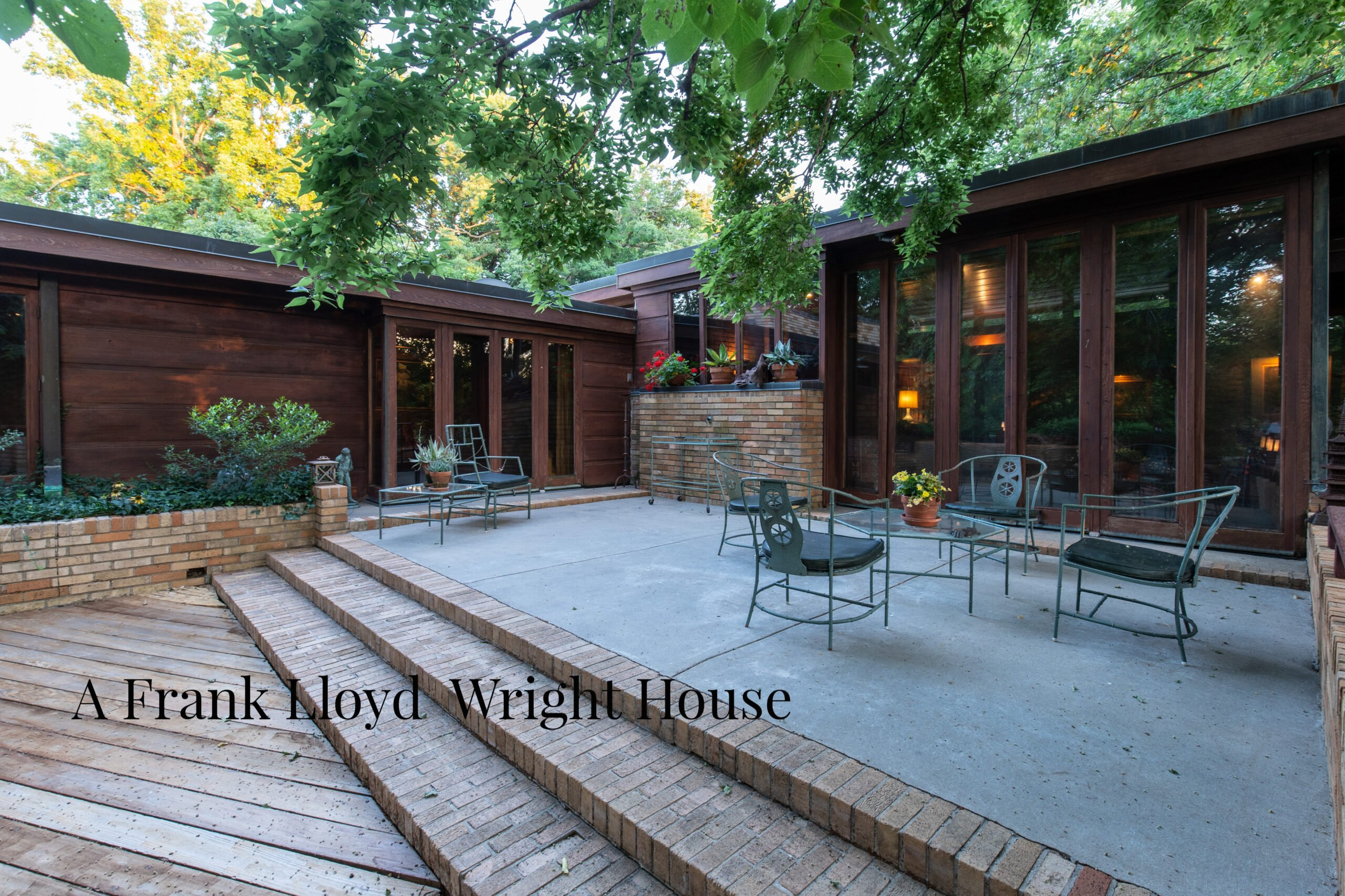 Frank Lloyd Wright House Up For Auction