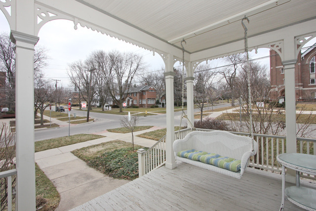 Front porch home for sale in Glen Ellyn IL