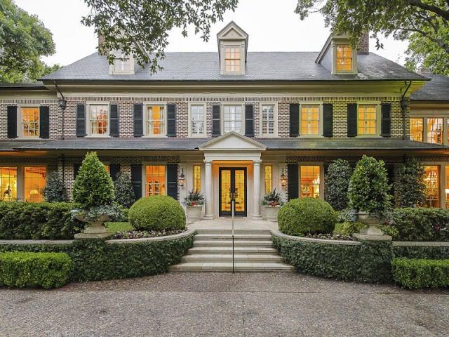 Gracious Georgian House in Dallas Texas