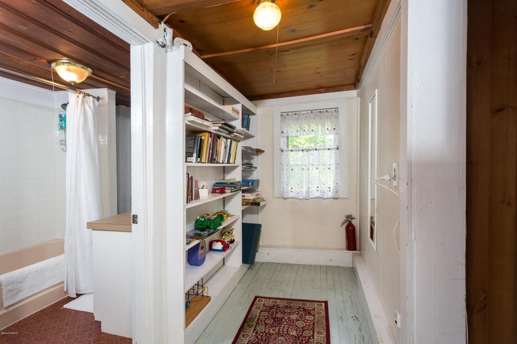 Gingerbread House Estate - Santarella - Colonial House bathroom