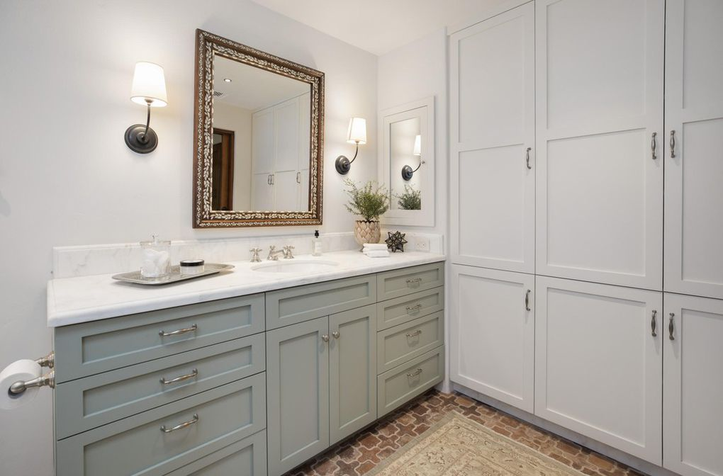 Gray neutral tones bathroom - Jeff Bridges house in Montecito Ca for sale 2