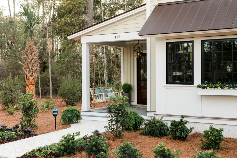 HGTV Smart Home 2018 - HGTV Smart House 2018 Front porch