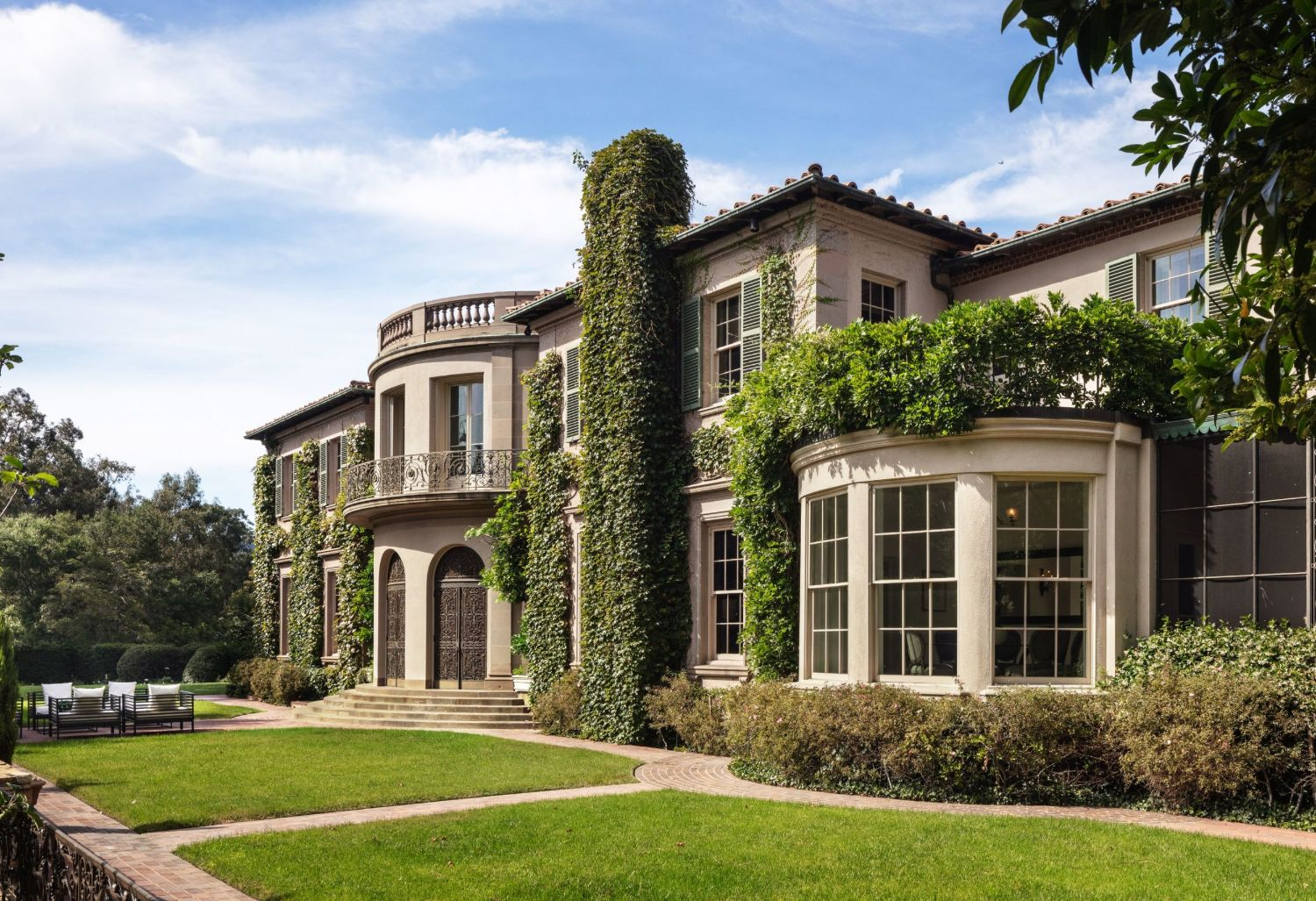 Owlwood Estate Was Once Home to Marilyn Monroe, Tony Curtis & Cher