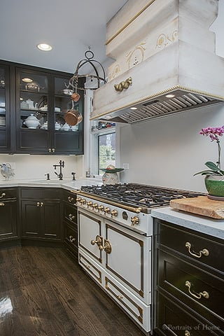 Historical Queen Anne in Glen Ellyn IL for sale has a French LaCornue gas range