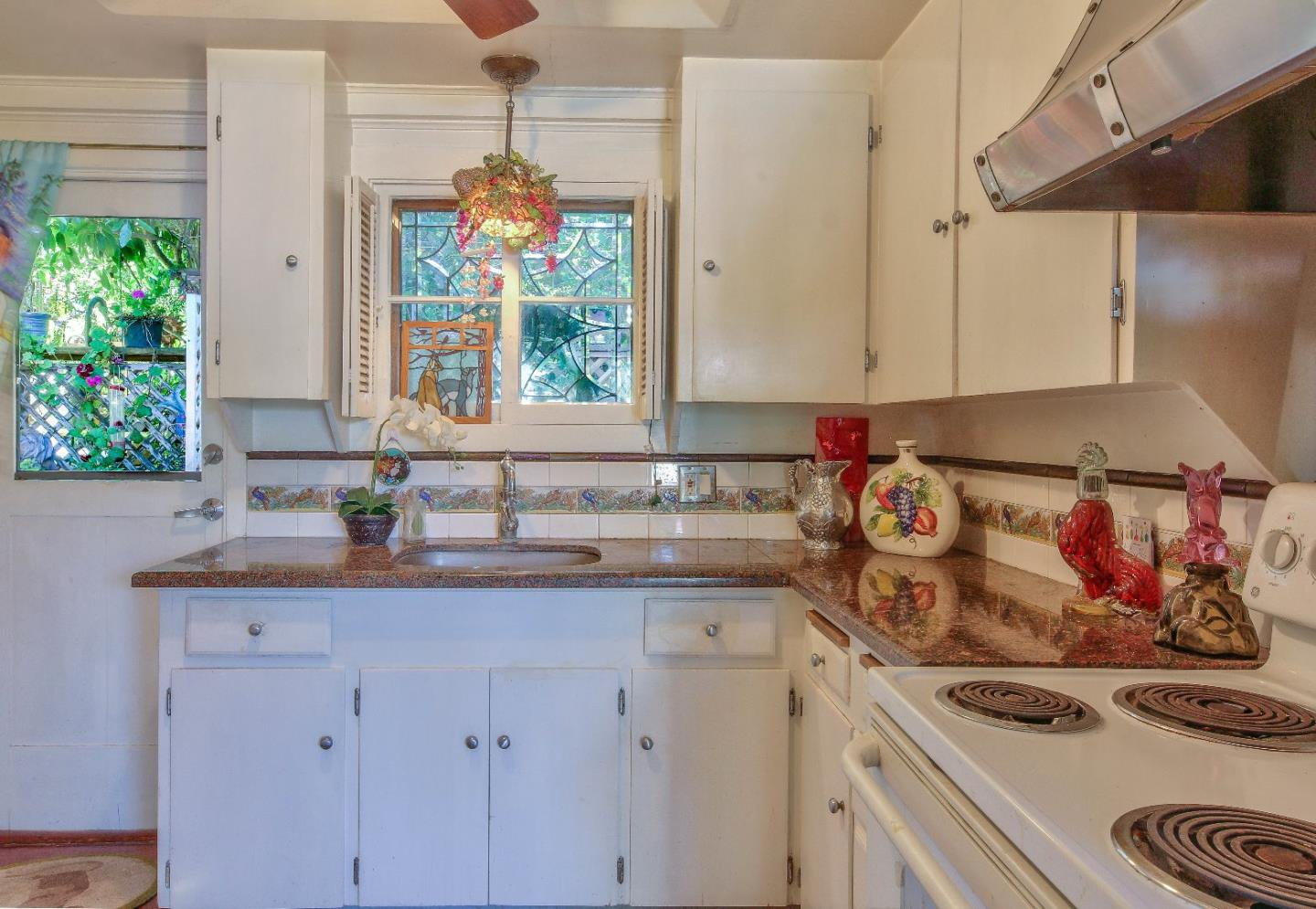 Kitchen - Cottage in Carmel for sale