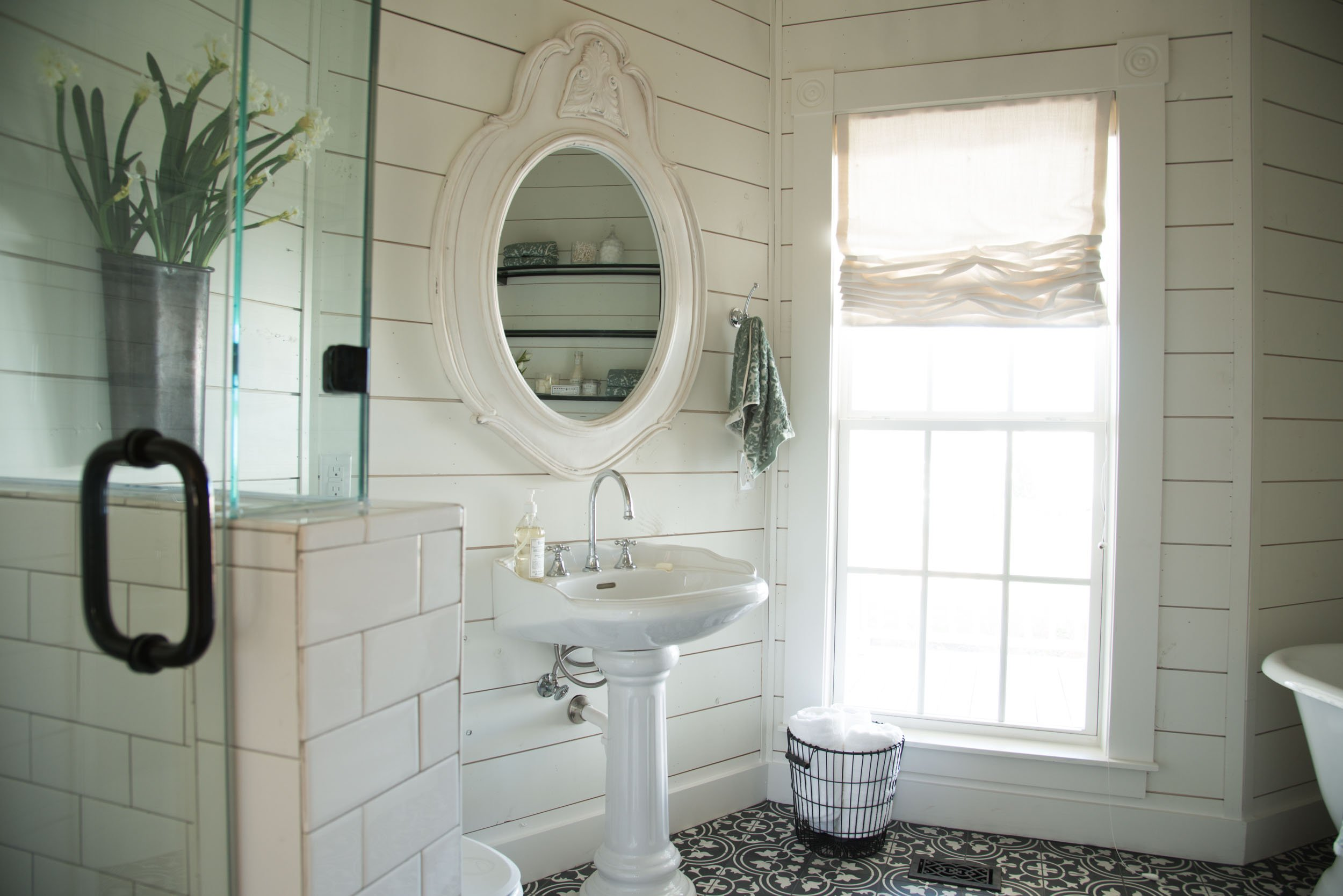 I love this bathroom in the Fixer Upper Magnolia House