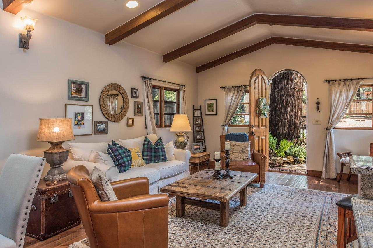 Inside Casa Carmela cottage shows vaulted ceiling, exposed wood beams and beautiful arched entrance door.