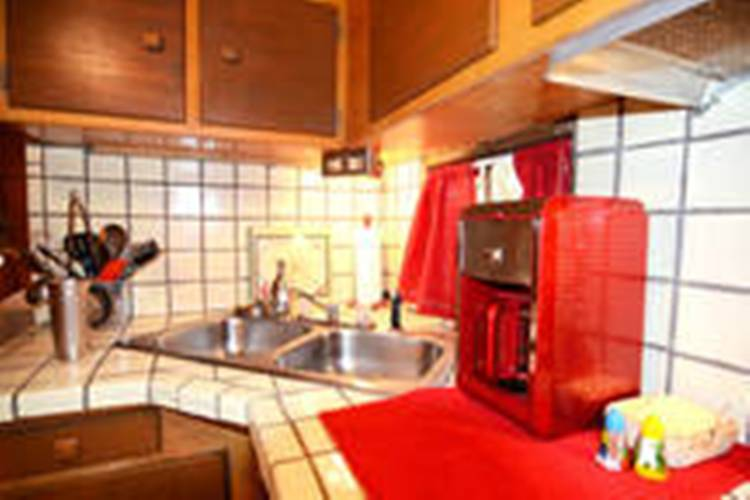 Inside a 1954 Prairie Schooner Camper to rent in Pasadena, CA