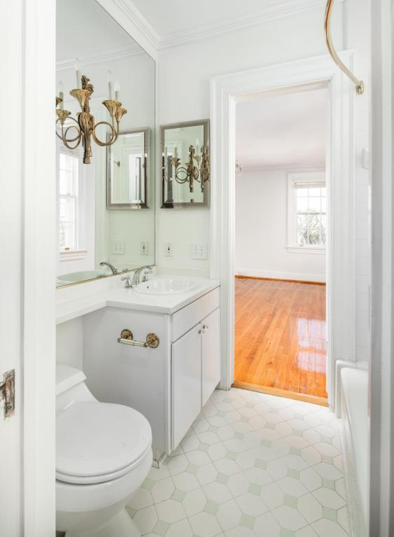 Pink Plantation House for sale 101 Murray Blvd Charleston SC - Bathroom