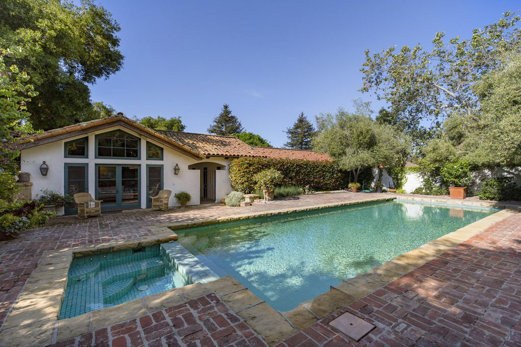 :Lovely Spanish ranch owned by Jeff Bridges in Montecito Ca on the market