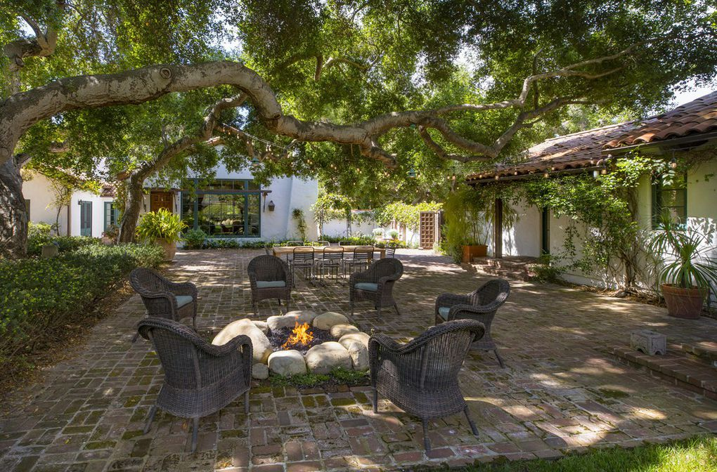 Patio and property owned by Jeff Bridges for sale