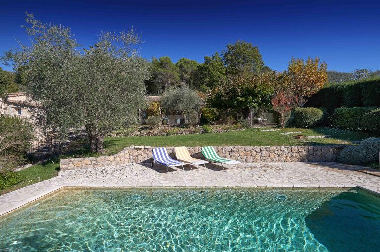 Julia Childs House in France for Rent - pool