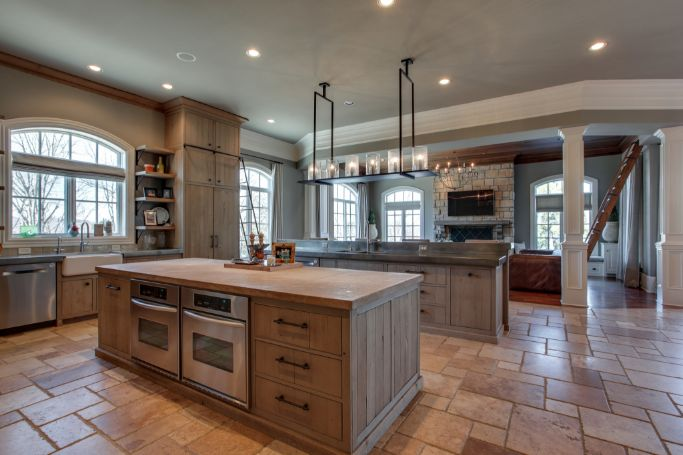 Kitchen in Kelly Clarkson Tennessee house for sale